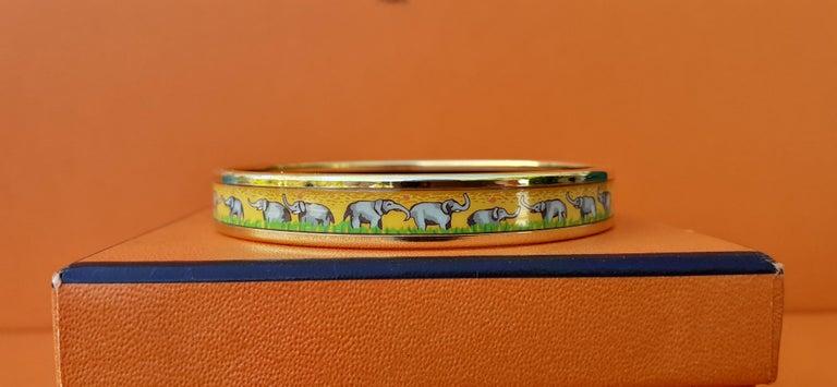 Hermès Enamel Printed Bracelet Elephants Grazing Yellow Ghw Narrow Size 65 For Sale 1