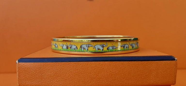 Hermès Enamel Printed Bracelet Elephants Grazing Yellow Ghw Narrow Size 65 For Sale 2