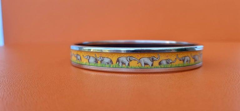 Hermès Enamel Printed Bracelet Elephants Grazing Yellow Phw Narrow Size 65 For Sale 6