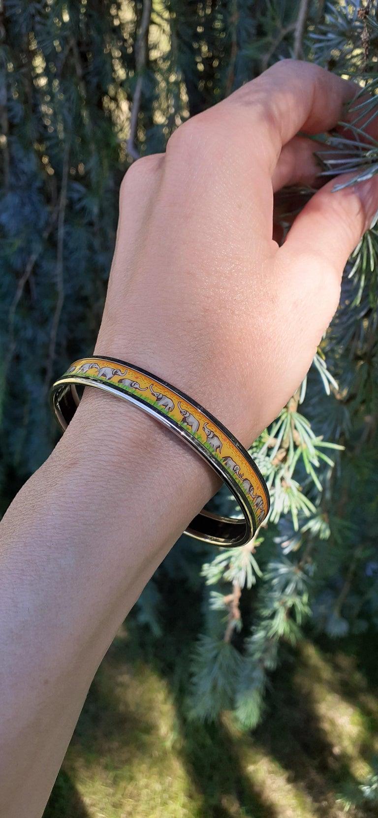 Hermès Enamel Printed Bracelet Elephants Grazing Yellow Phw Narrow Size 65 For Sale 9