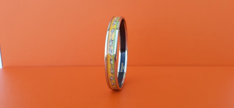 Women's Hermès Enamel Printed Bracelet Elephants Grazing Yellow Phw Narrow Size 65 For Sale