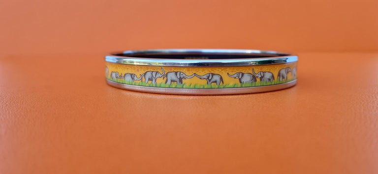 Hermès Enamel Printed Bracelet Elephants Grazing Yellow Phw Narrow Size 65 For Sale 2