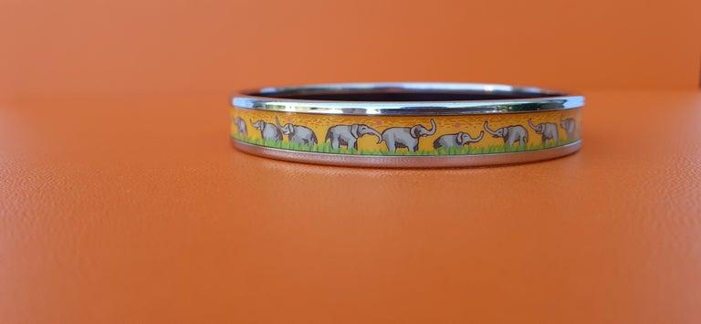 Hermès Enamel Printed Bracelet Elephants Grazing Yellow Phw Narrow Size 65 For Sale 3