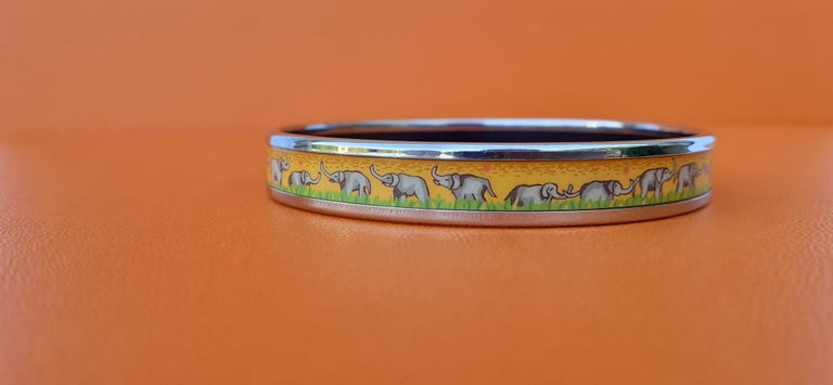 Hermès Enamel Printed Bracelet Elephants Grazing Yellow Phw Narrow Size 65 For Sale 4