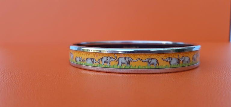 Hermès Enamel Printed Bracelet Elephants Grazing Yellow Phw Narrow Size 65 For Sale 5