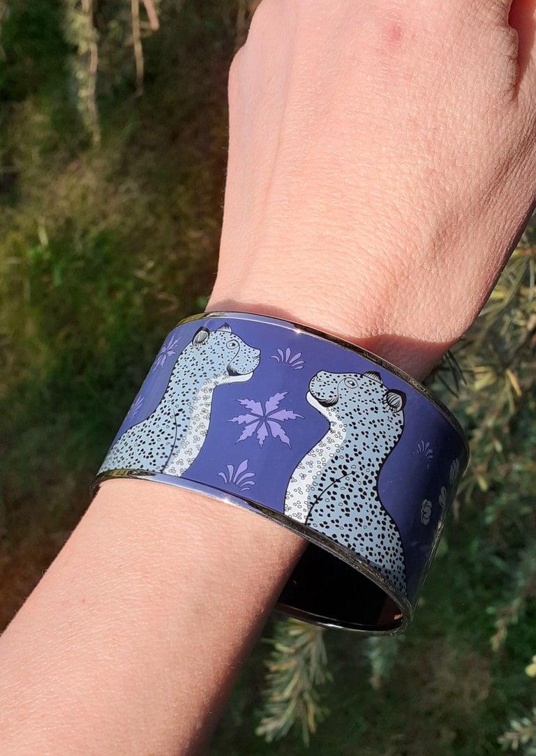 Hermès Enamel Printed Bracelet Leopards Blue Extra Wide Palladium Hdw Size GM 70 For Sale 7
