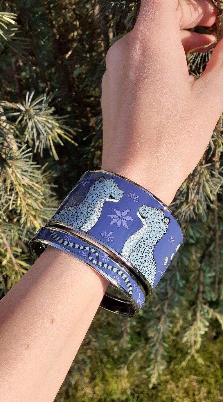 Hermès Enamel Printed Bracelet Leopards Blue Extra Wide Palladium Hdw Size GM 70 For Sale 9