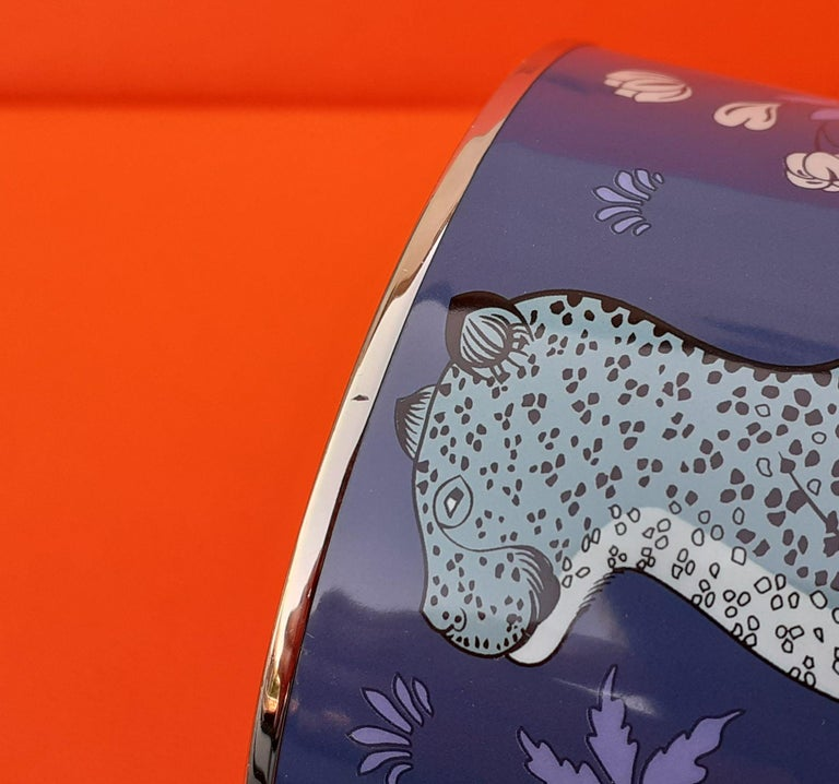 Hermès Enamel Printed Bracelet Leopards Blue Extra Wide Palladium Hdw Size GM 70 For Sale 11