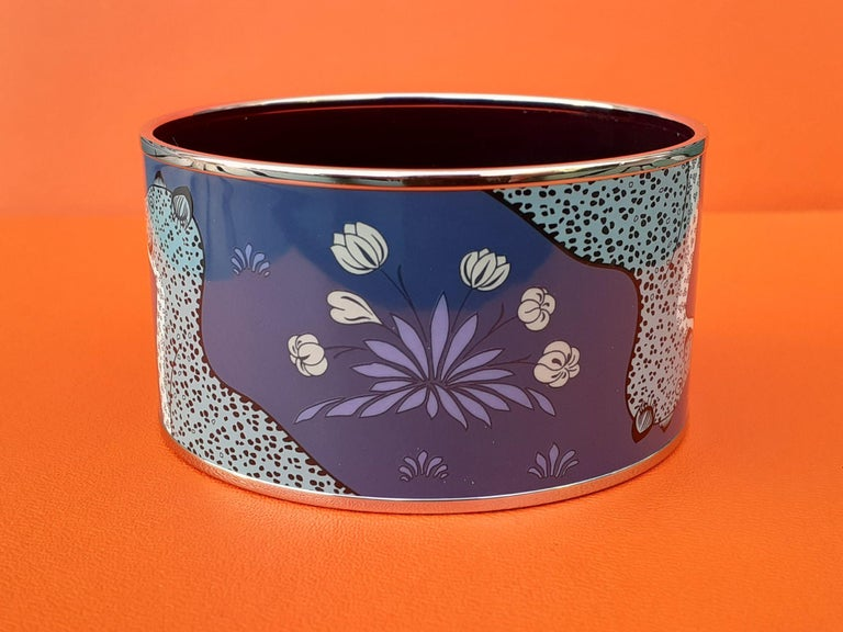 Hermès Enamel Printed Bracelet Leopards Blue Extra Wide Palladium Hdw Size GM 70 In Good Condition For Sale In ., FR