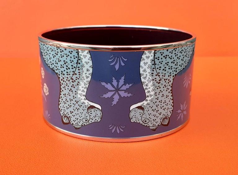 Women's Hermès Enamel Printed Bracelet Leopards Blue Extra Wide Palladium Hdw Size GM 70 For Sale