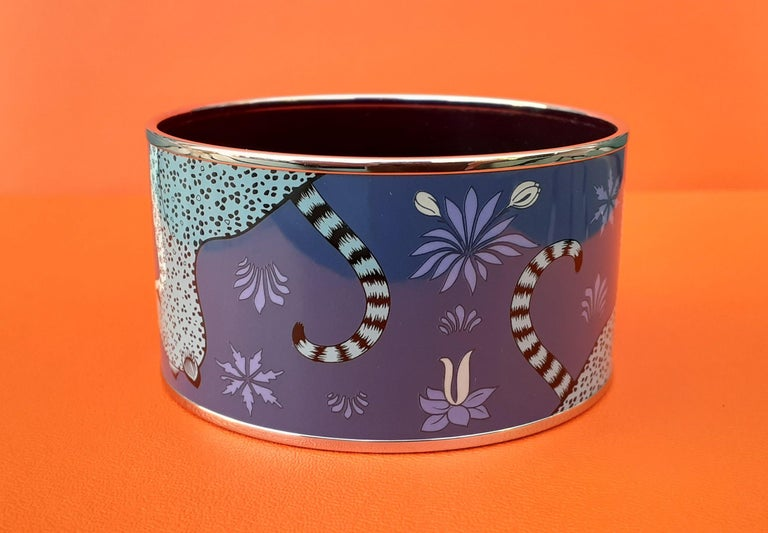 Hermès Enamel Printed Bracelet Leopards Blue Extra Wide Palladium Hdw Size GM 70 For Sale 1