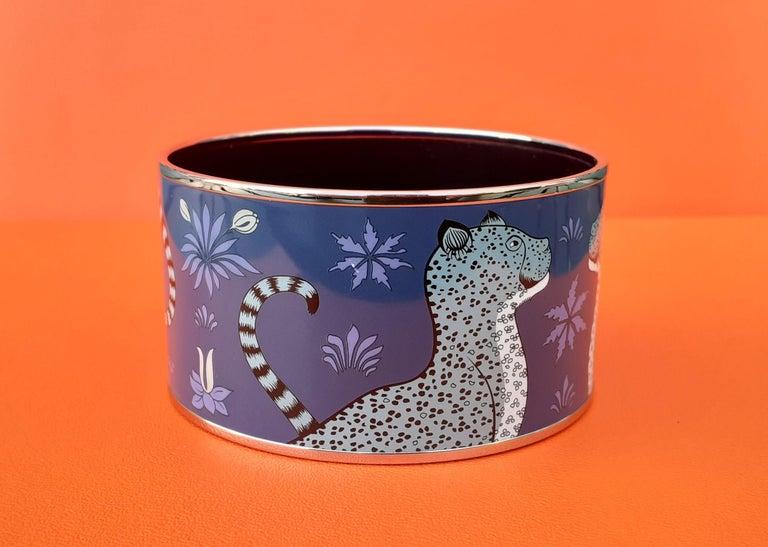 Hermès Enamel Printed Bracelet Leopards Blue Extra Wide Palladium Hdw Size GM 70 For Sale 2