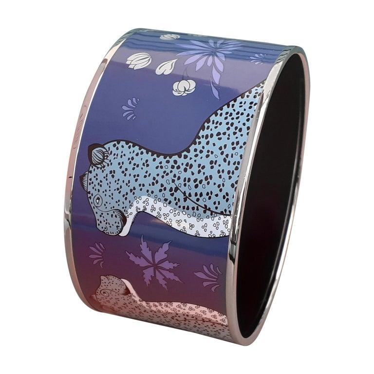 Hermès Enamel Printed Bracelet Leopards Blue Extra Wide Palladium Hdw Size GM 70 For Sale