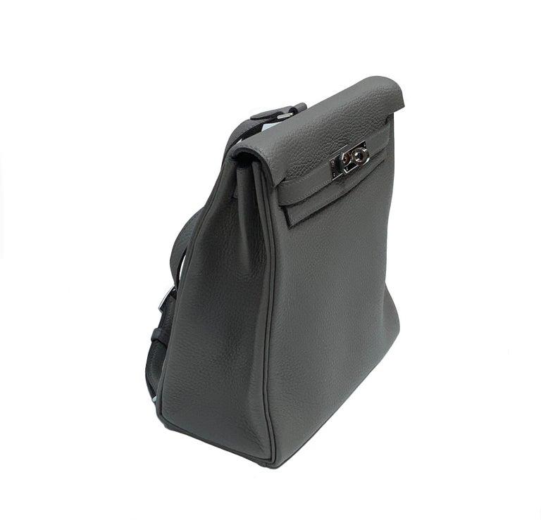 Women's or Men's Hermès Etoupe Clémence Leather Kelly Ado II Backpack For Sale