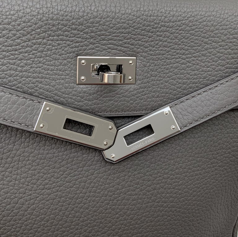 Hermès Etoupe Clémence Leather Kelly Ado II Backpack For Sale 5