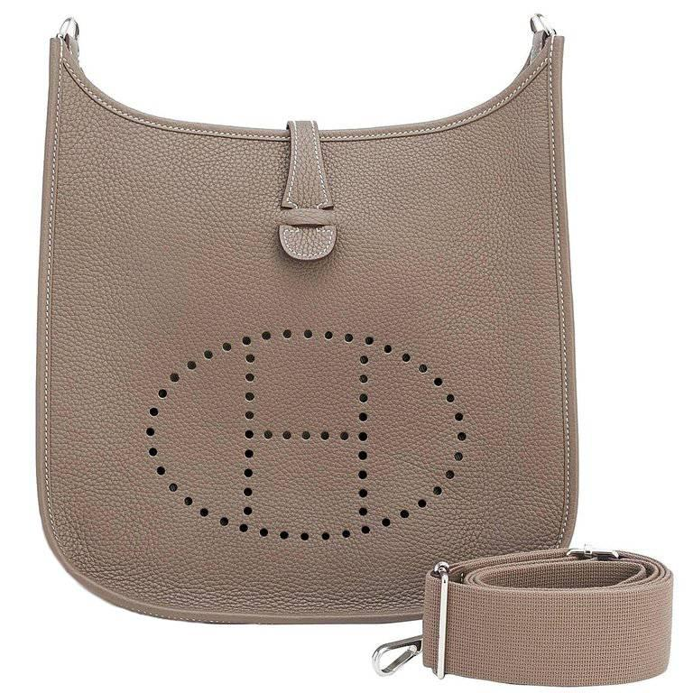 Hermes Etoupe Evelyne PM Taupe 29cm Messenger Shoulder Bag In New Condition For Sale In New York, NY