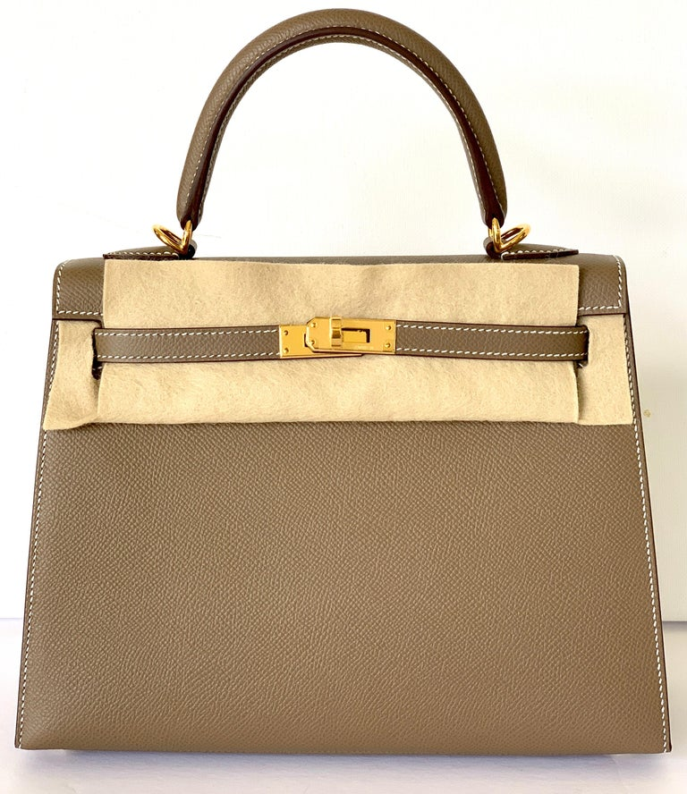 Hermes Etoupe Kelly 25  Epsom Sellier Bag Gold Hardware In New Condition For Sale In Delray Beach, FL