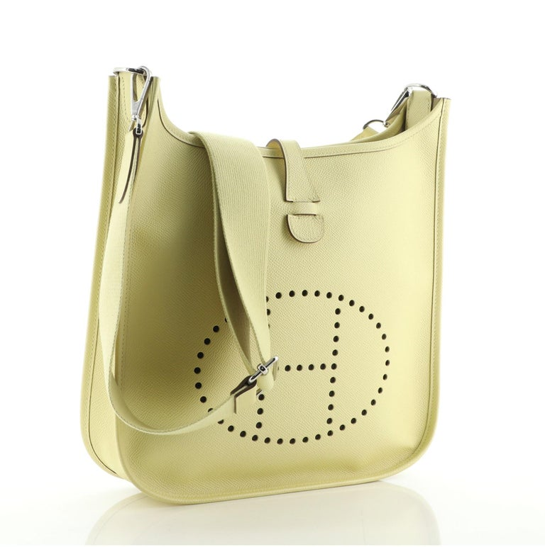 Hermes Evelyne Bag Gen III Epsom PM In Good Condition For Sale In New York, NY