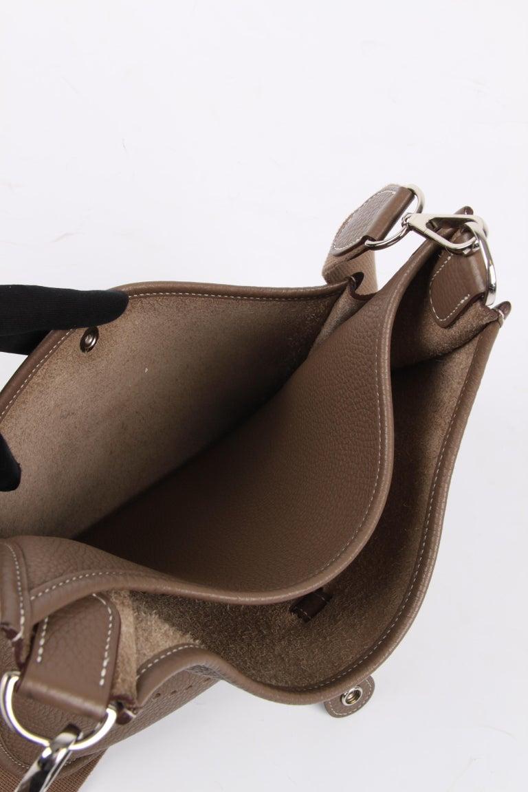 Hermes Evelyne Bag PM - taupe   Hermes Evelyne Bag PM - taupe   Hermes Evelyne In Good Condition For Sale In Baarn, NL