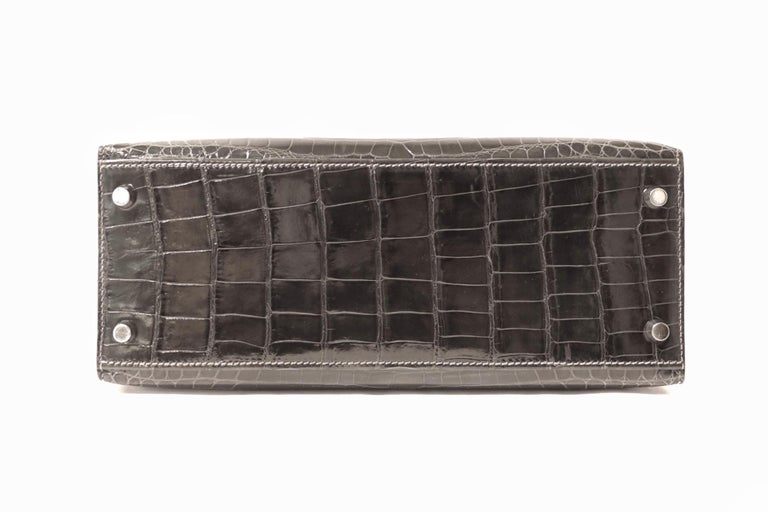 Hermès Graphite Niloticus Crocodile 32 cm Kelly Bag In Excellent Condition For Sale In Palm Beach, FL