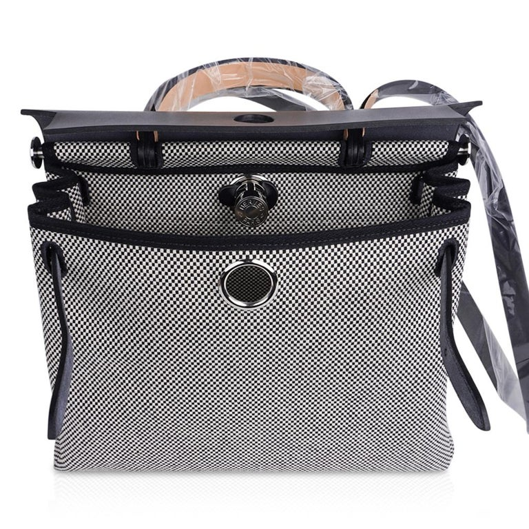 Hermes Herbag Zip Toile Criss Cross Toile 31 / Black Vache Hunter Leather New w/ For Sale 8