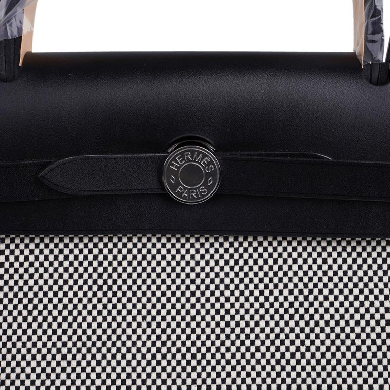 Hermes Herbag Zip Toile Criss Cross Toile 31 / Black Vache Hunter Leather New w/ In New Condition For Sale In Miami, FL