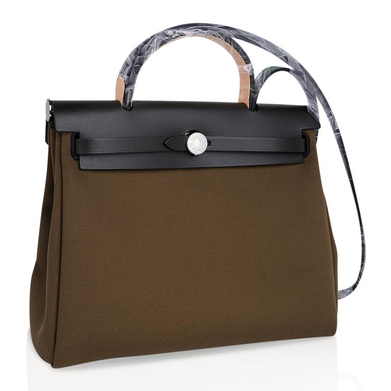 Hermes Herbag Zip Toile Officier PM 31 Vert Olive/Khaki Vache Hunter Leather In New Condition For Sale In Miami, FL