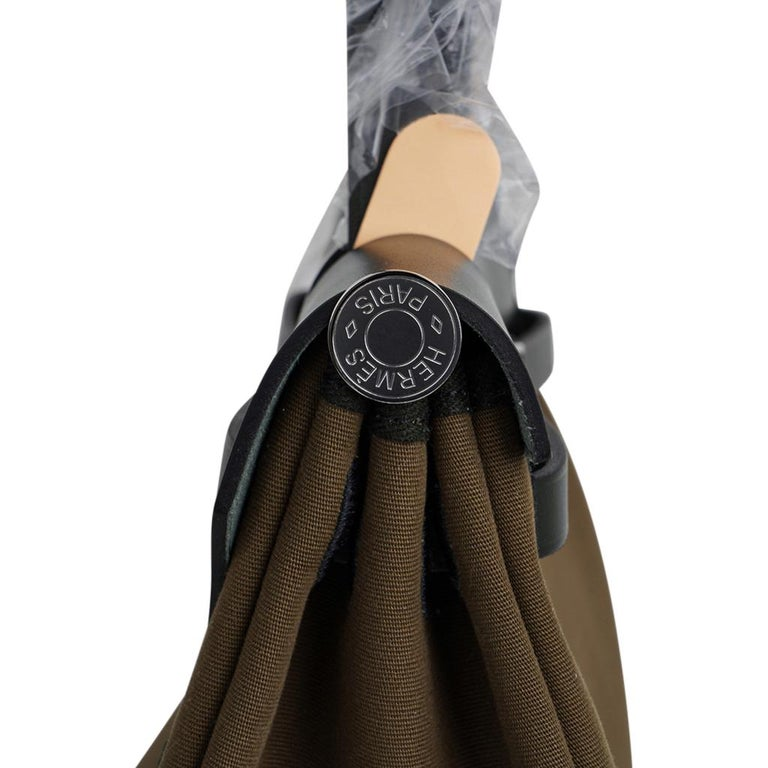 Hermes Herbag Zip Toile Officier PM 31 Vert Olive/Khaki Vache Hunter Leather For Sale 2