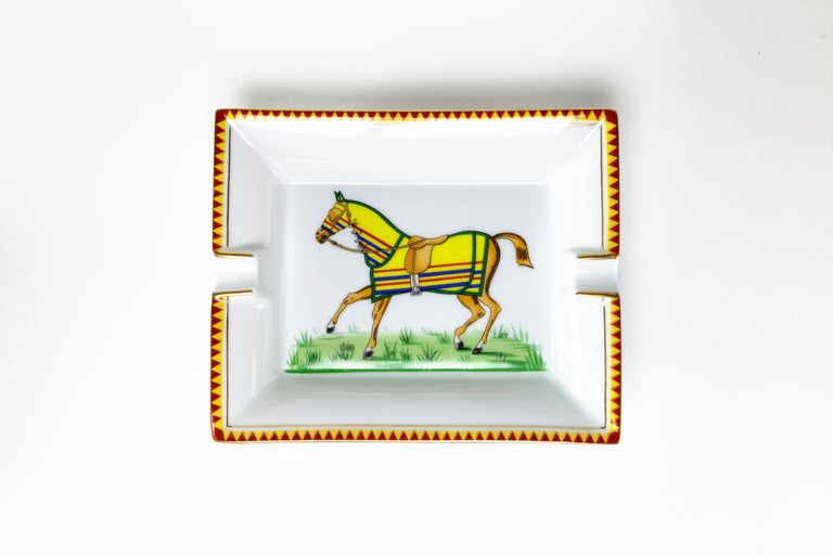 A classic and elegant porcelain ashtray. Featuring a racing horse in a yellow coat.