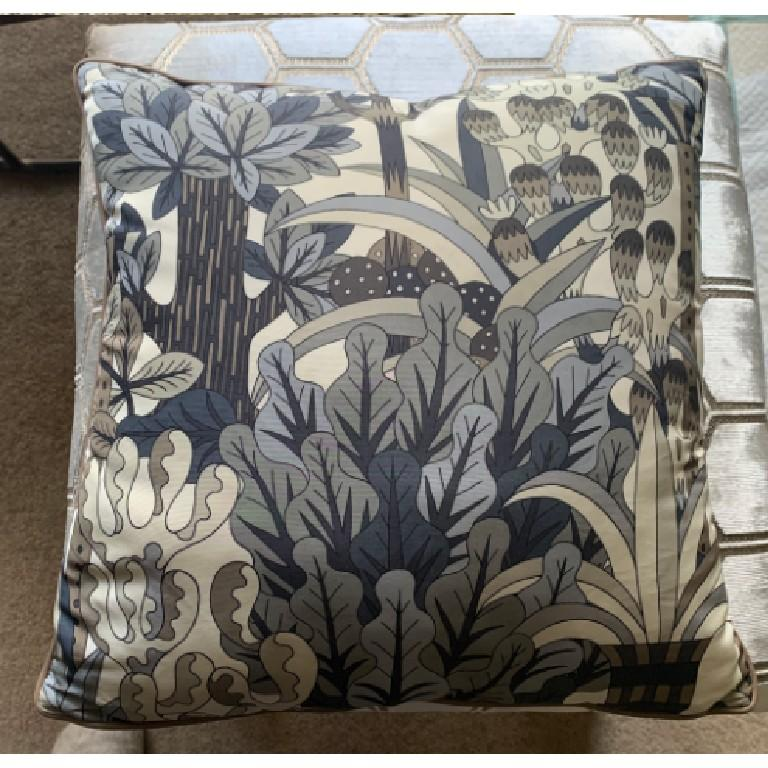 Hermes Jardin d'Osier Silk Blend Set of Two Cushions In New Condition For Sale In London, GB