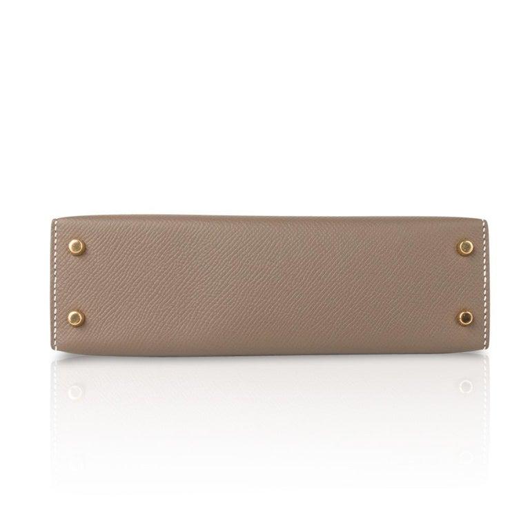 Hermes Kelly 20 Sellier Kelly Bag Etoupe Epsom Gold Hardware For Sale 7