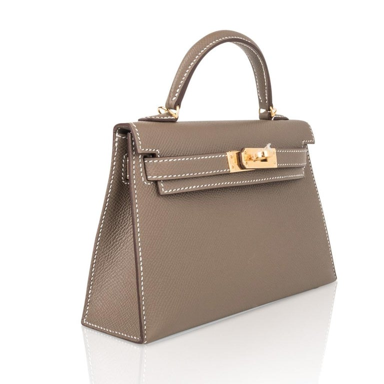 Hermes Kelly 20 Sellier Kelly Bag Etoupe Epsom Gold Hardware In New Condition For Sale In Miami, FL