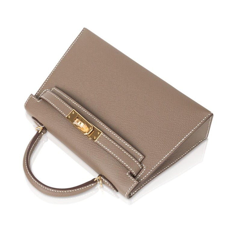 Women's Hermes Kelly 20 Sellier Kelly Bag Etoupe Epsom Gold Hardware For Sale