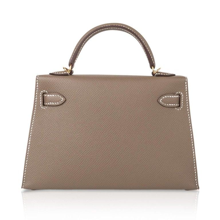 Hermes Kelly 20 Sellier Kelly Bag Etoupe Epsom Gold Hardware For Sale 4
