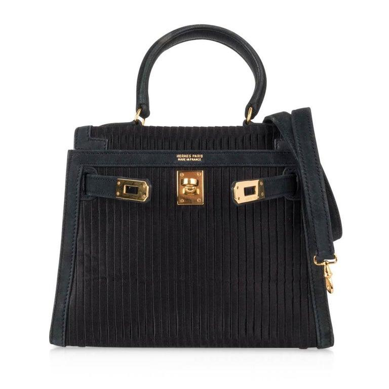 Hermes Kelly 20 Vintage Black Pleated Silk Suede Trim Gold Hardware For Sale 3