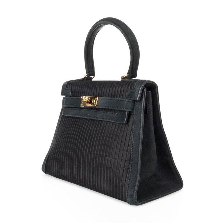 Hermes Kelly 20 Vintage Black Pleated Silk Suede Trim Gold Hardware For Sale 2