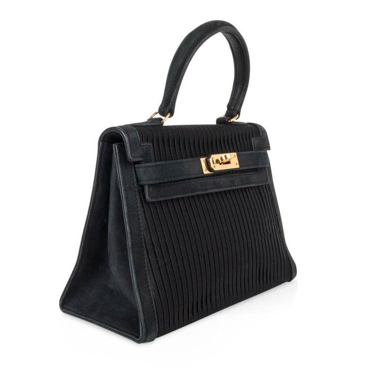 Women's Hermes Kelly 20 Vintage Black Pleated Silk Suede Trim Gold Hardware For Sale