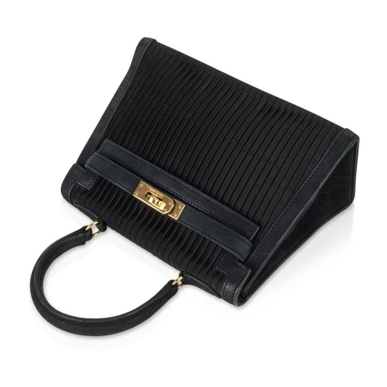 Hermes Kelly 20 Vintage Black Pleated Silk Suede Trim Gold Hardware For Sale 1