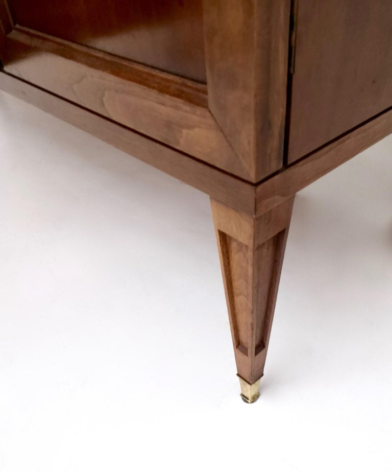 High-Quality Walnut and Glass Cabinet in the Style of Paolo Buffa, Italy, 1950s  For Sale 10