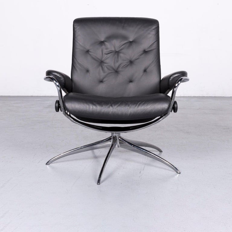 We bring to you an Ekornes Stressless Metro M low back designer leather office chair black.