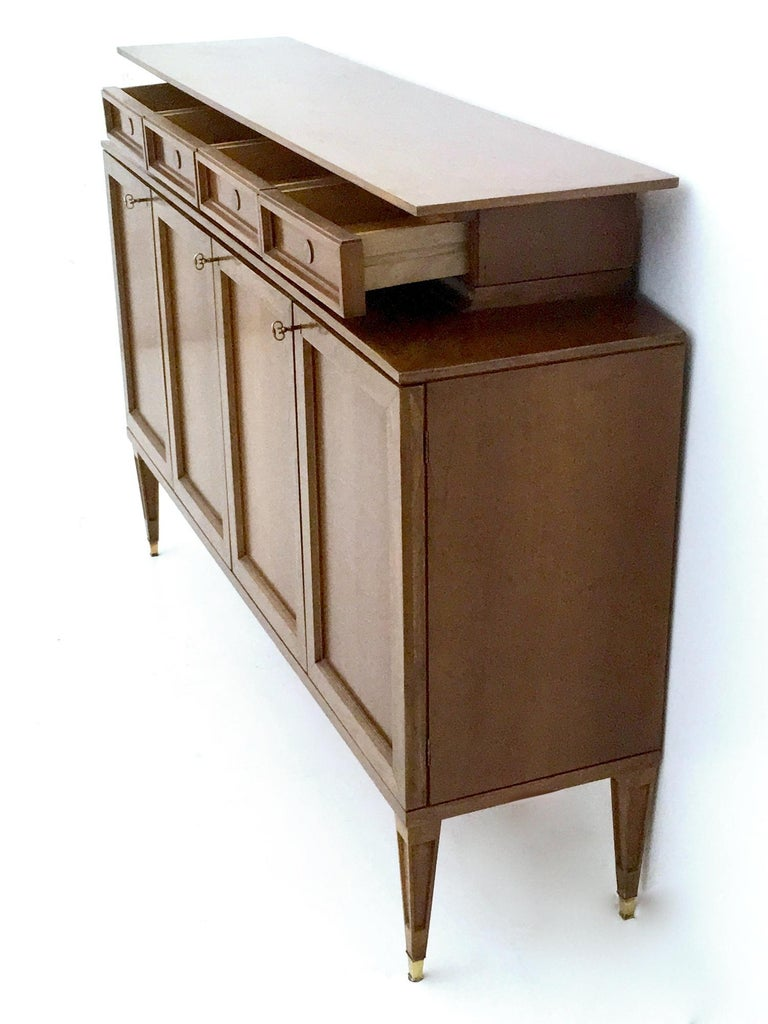 Italian High-Quality Walnut and Glass Cabinet in the Style of Paolo Buffa, Italy, 1950s  For Sale