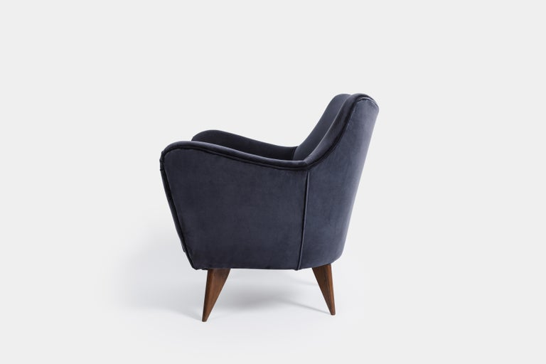 Mid-Century Modern Guglielmo Veronesi for ISA 'Perla' Armchair in Navy Velvet, Italy, 1950s For Sale