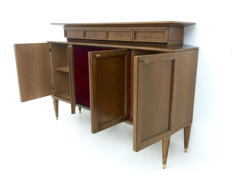 Mid-20th Century High-Quality Walnut and Glass Cabinet in the Style of Paolo Buffa, Italy, 1950s  For Sale