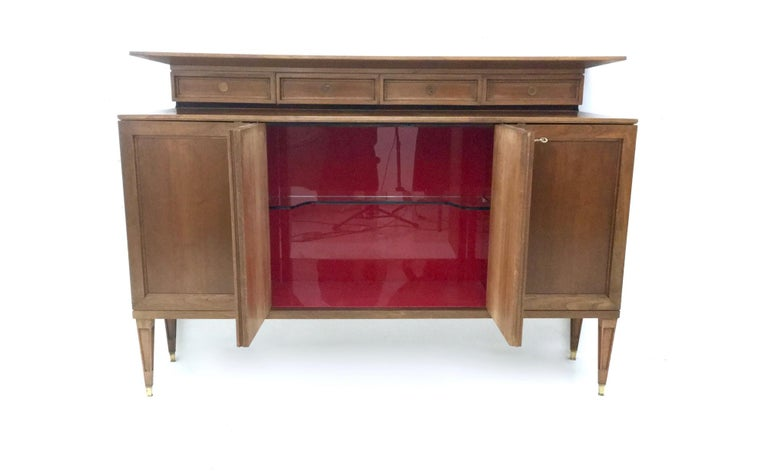 High-Quality Walnut and Glass Cabinet in the Style of Paolo Buffa, Italy, 1950s  For Sale 1