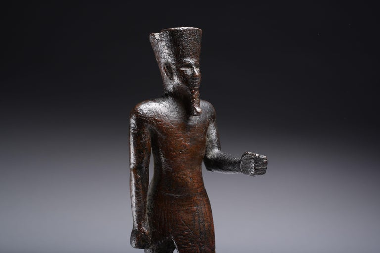 Ancient Egyptian Bronze Statue of Amun, 664 BC For Sale 3