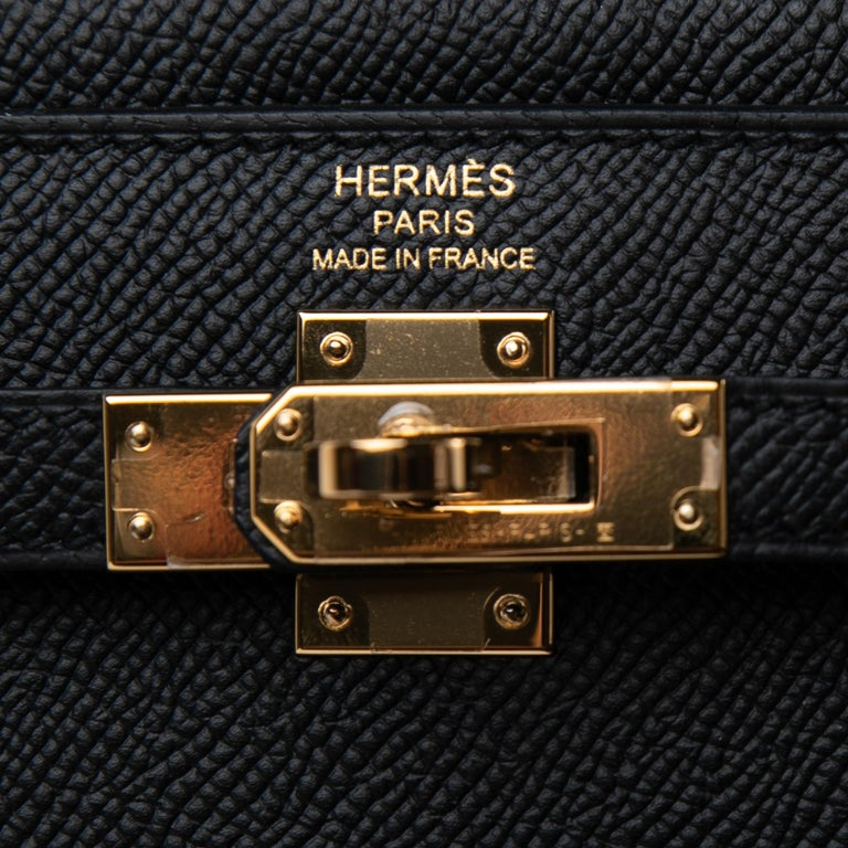Hermes  Kelly 25 Black Epsom Sellier Bag Gold Hardware In New Condition For Sale In Delray Beach, FL