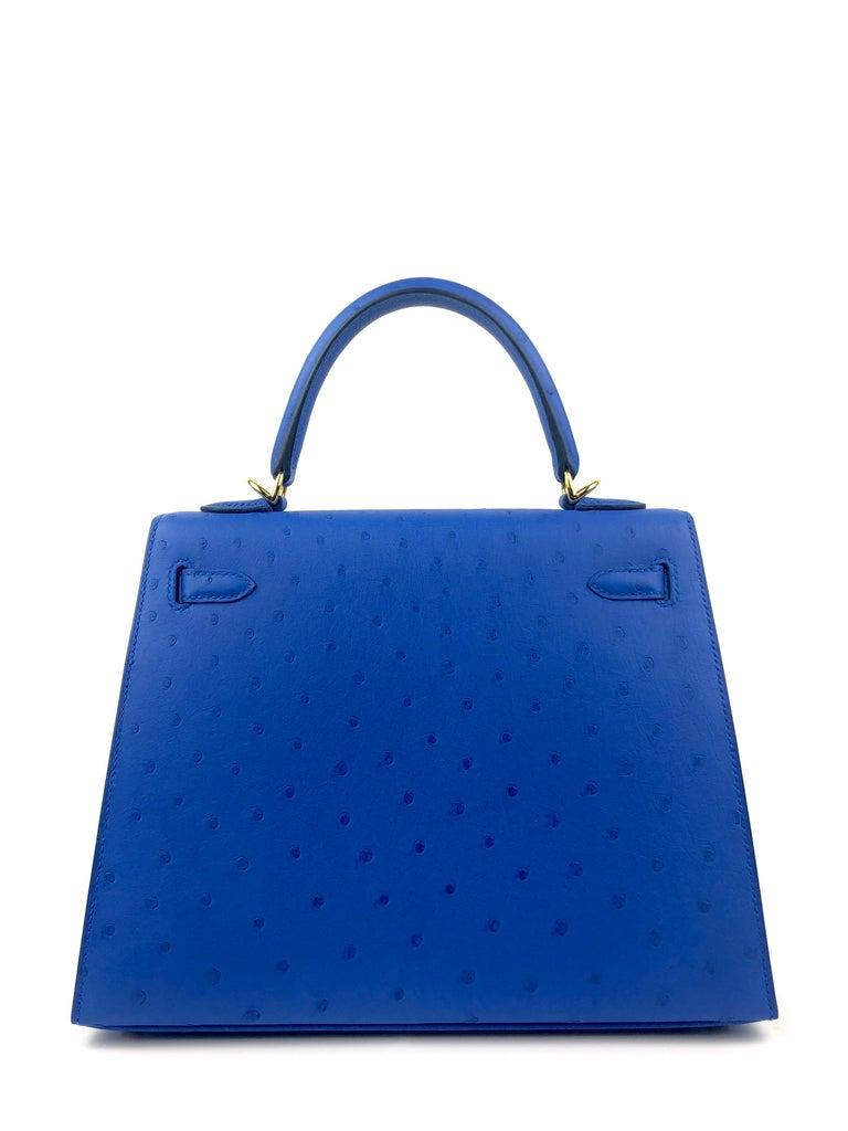 Women's or Men's Hermes Kelly 25 Ostrich Bleuet Blue Gold Hardware  For Sale