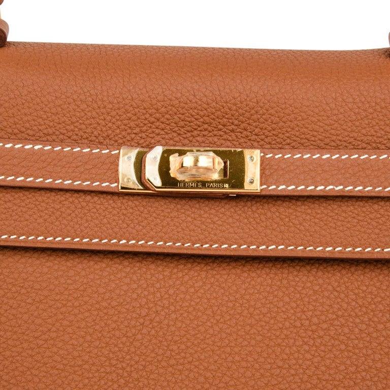 Brown Hermes Kelly 25 Retourne Bag Coveted Gold Togo Gold Hardware  For Sale