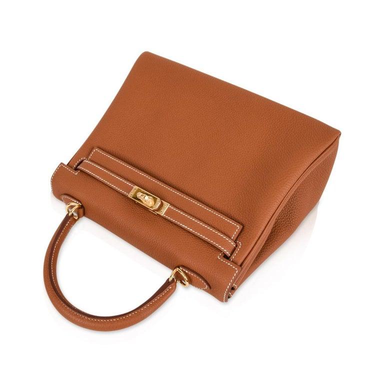 Women's Hermes Kelly 25 Retourne Bag Coveted Gold Togo Gold Hardware  For Sale