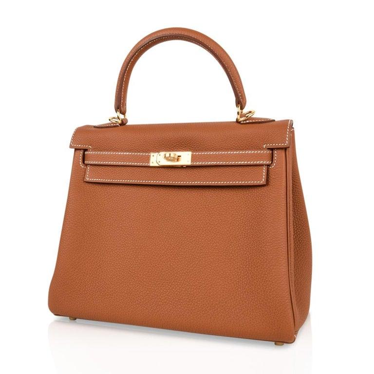 Hermes Kelly 25 Retourne Bag Coveted Gold Togo Gold Hardware  For Sale 1
